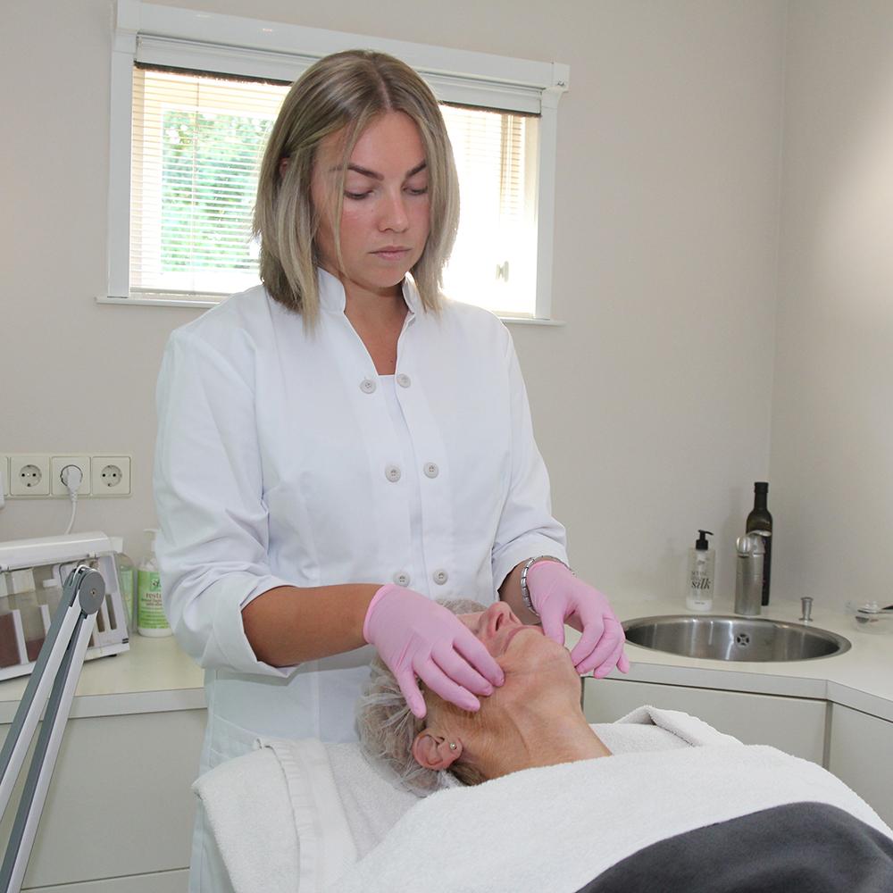 bindweefselmassage uitgevoerd door Denise bij Beauty Day Xperience